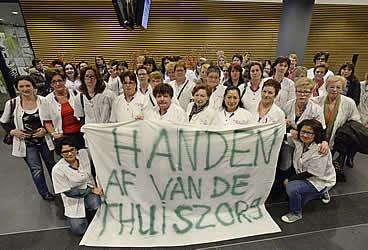 Thuiszorgmedewerkers in het gemeentehuis. Foto: Ruud Rogier